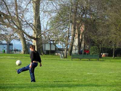 Imágenes de Suiza: 'Fútbol en el parque' (Ginebra)